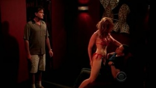 Two and a Half Men 06x05 : A Jock Strap in Hell- Seriesaddict